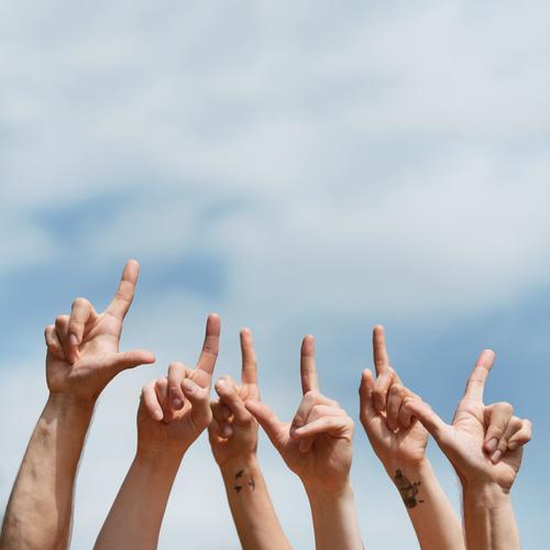 Textfreiraum oben Mensch Jugendliche Hand 18-30 Jahre Erwachsene Leben Feste & Feiern Schule Menschengruppe Freiheit Party Freundschaft Kommunizieren