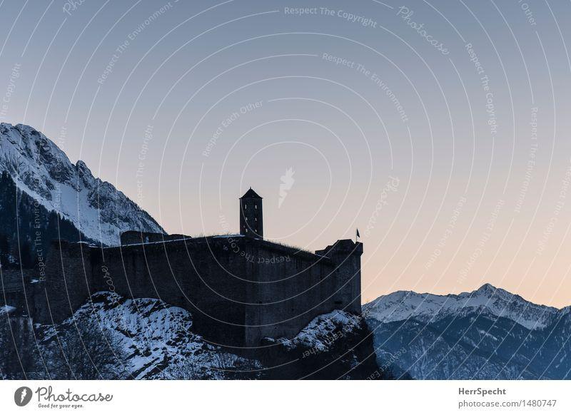 Trutzburg Winter Schönes Wetter Schnee Felsen Alpen Berge u. Gebirge Gipfel Schneebedeckte Gipfel Schweiz Kanton Tessin Menschenleer Burg oder Schloss Mauer