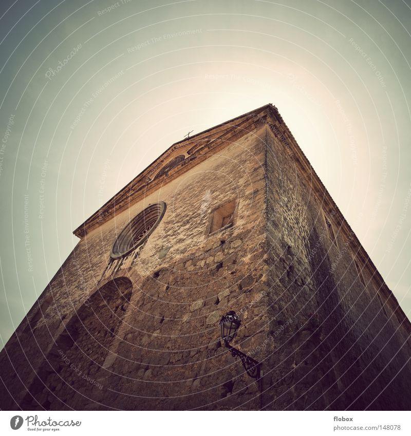 Heiligenschein Ferien & Urlaub & Reisen Sommer Sonne Insel Arme Himmel Wärme Kirche Dom Turm Bauwerk Architektur Wahrzeichen Denkmal Hoffnung Verzweiflung