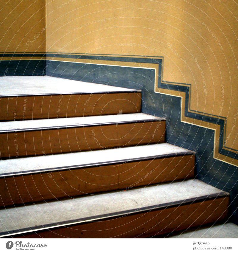2-zimmer-whg., frisch saniert, altbau in gepflegter wohnlage Haus Wand oben Mauer Treppe unten historisch aufwärts abwärts Renovieren aufsteigen Treppenhaus