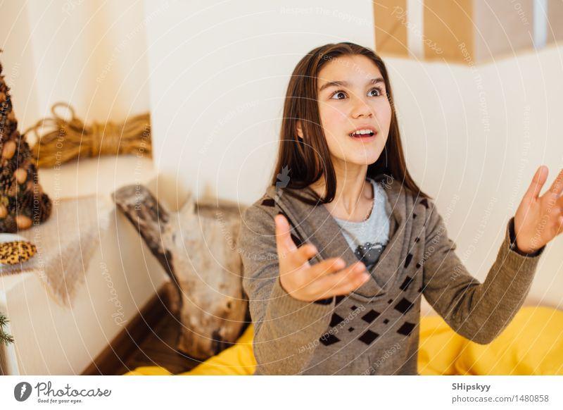 Mensch Kind Weihnachten & Advent schön Haus Mädchen Winter Auge Liebe Bewegung Schnee Spielen lachen Lebensmittel Geburtstag Kindheit
