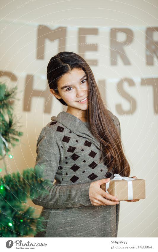 Mensch Kind Jugendliche Weihnachten & Advent grün Mädchen Gesicht gelb Auge Leben Lifestyle braun Freundschaft Design orange 13-18 Jahre
