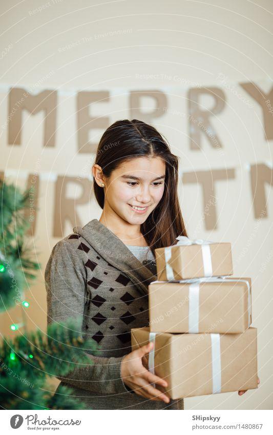 Mensch Kind Jugendliche Weihnachten & Advent schön Baum Mädchen Winter Gesicht Auge Liebe sprechen Schnee lachen Glück Haare & Frisuren