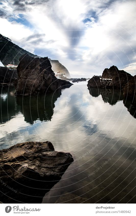 Geschützte Meerespiegelung Natur Ferien & Urlaub & Reisen Pflanze Meer Landschaft Ferne Winter Umwelt Gefühle Küste Freiheit Felsen Tourismus wandern Wellen Insel