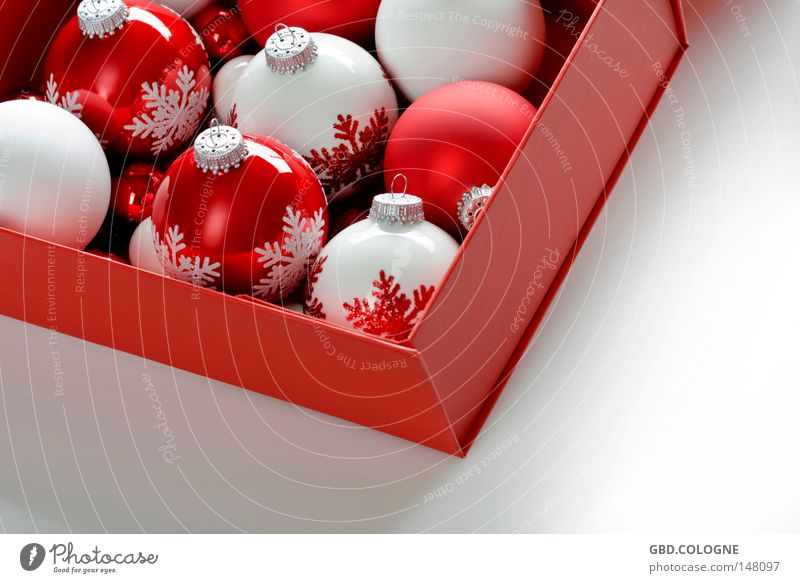 Christmas in a box Winter Dekoration & Verzierung Weihnachten & Advent Verpackung Glas Kugel glänzend hell rund rot weiß Christbaumkugel Baumschmuck Dezember