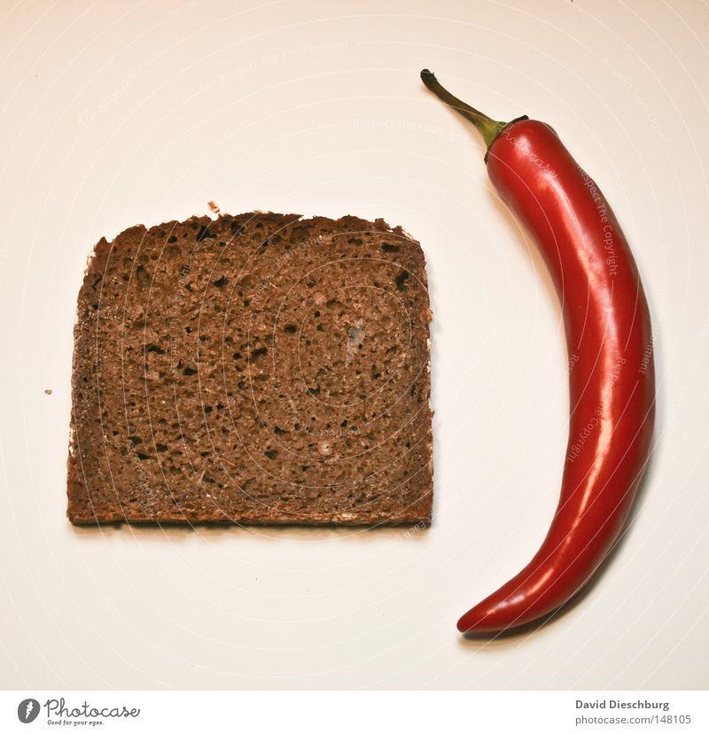 Mittagessen Peperoni Kräuter & Gewürze Gift Scharfer Geschmack Chili rot grün Brot Scheibe geschnitten Vollkorn neutral neutralisieren Gesundheit Gemüse