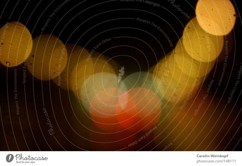 Berlin by Night III. Frankfurter Allee Straßenbeleuchtung Rücklicht KFZ fahren unterwegs Mobilität Nacht dunkel hell Licht Verkehr Sehnsucht Lampe Kette