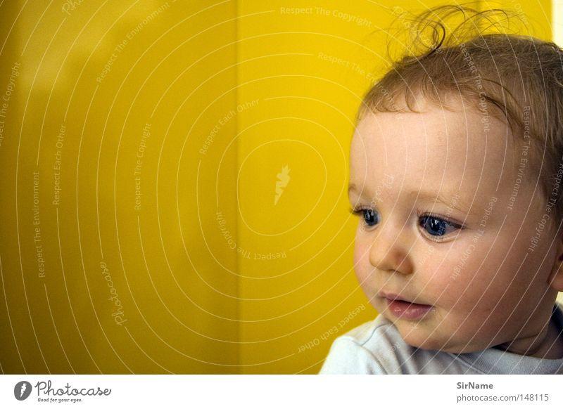 18 [still arriving on earth] Freude Glück natürlich Neugier Vertrauen Kleinkind Treppenhaus Spannung Erwartung erstaunt unschuldig Zärtlichkeiten aufwachen