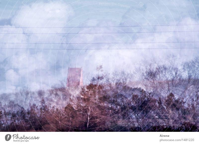 Titelzeile frei Himmel Wolken Baum Wald Straßenrand Baumreihe Kirche Turm Kirchturm Kirchturmspitze Linie fahren Ferien & Urlaub & Reisen einzigartig trist blau