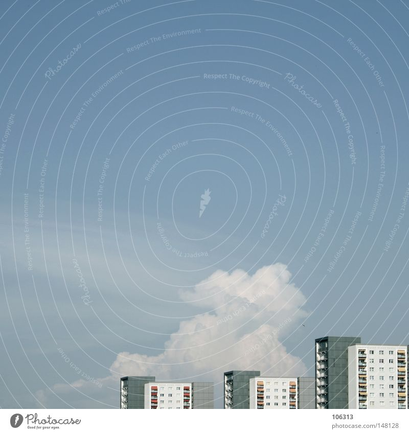 URBAN[IC] DREAMS ALL NIGHT LONG Himmel Stadt blau Wolken Haus Ferne Fenster Wand Leben Architektur Gebäude Mauer Fassade Wohnung Häusliches Leben Hochhaus