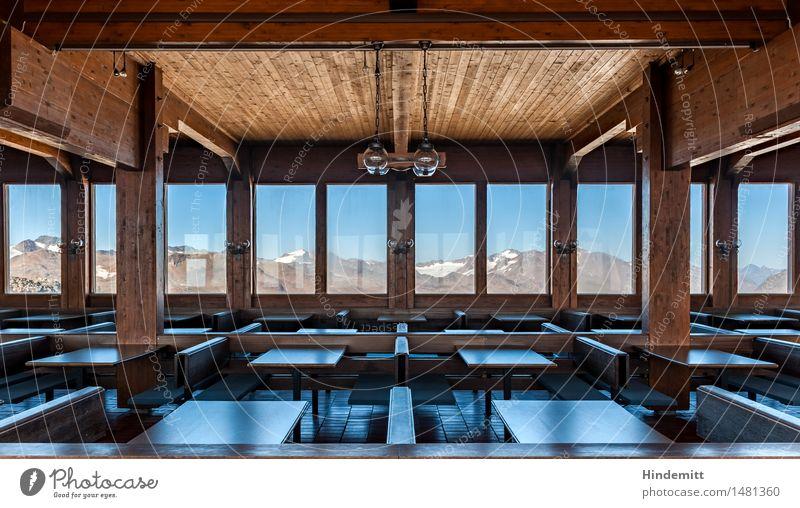 Gespenstisch – Richtung Nordost Himmel Haus Fenster Berge u. Gebirge Innenarchitektur Schnee Holz Lampe Felsen Tourismus trist Tisch Vergänglichkeit Alpen Bank