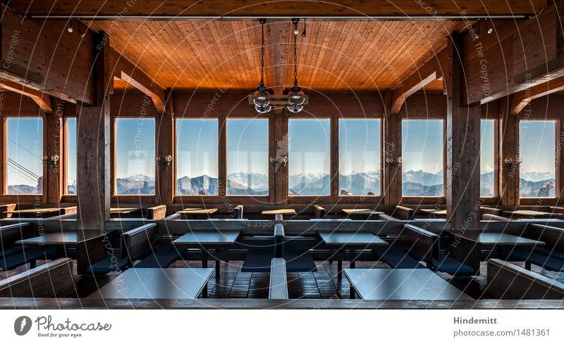 Gespenstisch – Richtung Südwest Himmel Haus Fenster Berge u. Gebirge Innenarchitektur Schnee Holz Lampe Felsen Tourismus trist Tisch Vergänglichkeit Alpen Bank