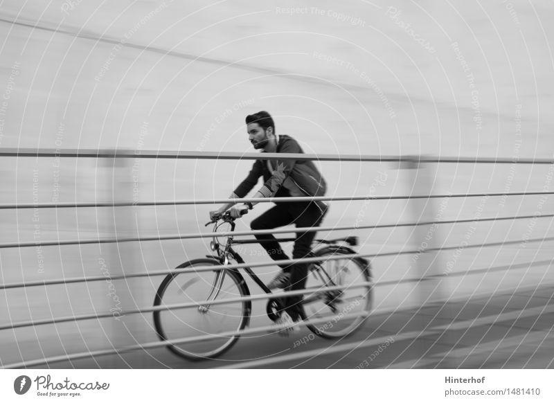Junger Mann auf den Fahrrad Mensch Jugendliche Mann Stadt Junger Mann Freude Erwachsene Umwelt Sport Gesundheit Lifestyle maskulin Tourismus Freizeit & Hobby Verkehr Fahrrad