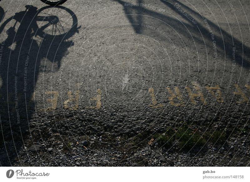 freie.fahrt grün Ferien & Urlaub & Reisen Blatt Straße dunkel Freiheit grau Bewegung Stein Fahrrad dreckig Freizeit & Hobby Ordnung Geschwindigkeit Perspektive
