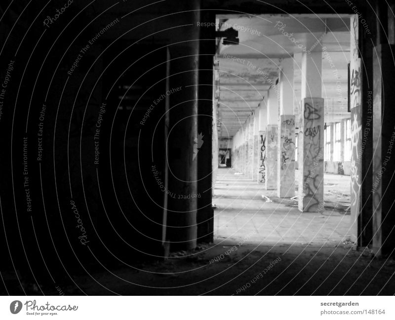 [H 08.2] tor zur graffitiwelt. Ruine krumm verfallen Trennung Lüftung beobachten Backstein Wand Mauer Hannover eckig Maschinenbau Fabrik Produktion Demontage