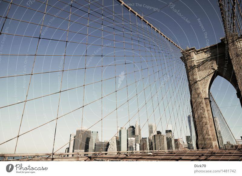 Brooklyn Bridge View außergewöhnlich Stein Linie hell Metall Glas Hochhaus ästhetisch Erfolg Perspektive Schönes Wetter Brücke Seil Coolness Skyline Netz