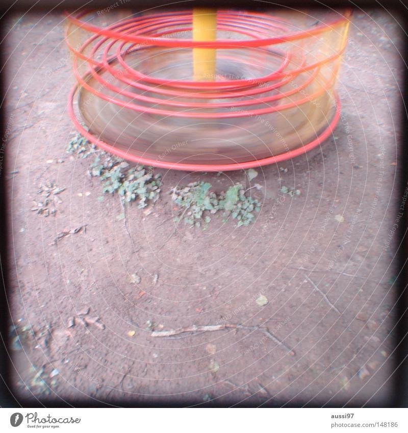 moi aussi Spielen Bewegung Fuß Zufriedenheit Kindheit Freizeit & Hobby Pause Spielzeug Konzentration analog Rahmen Spielplatz Turnen Sucher Brennpunkt