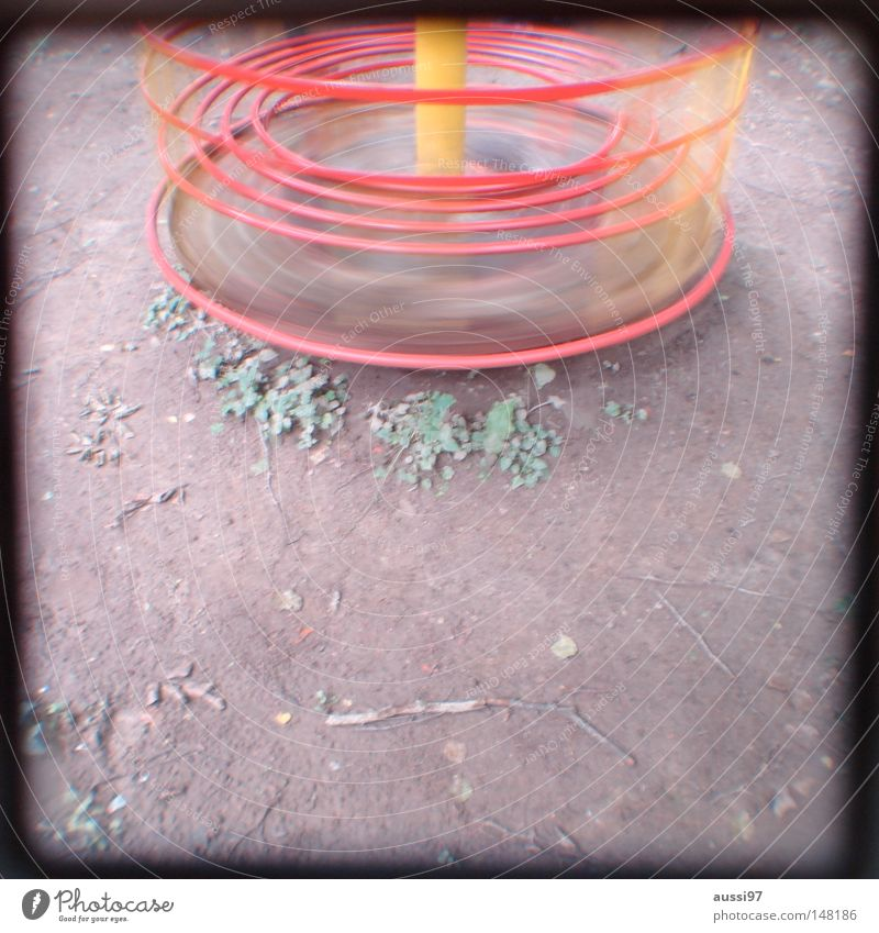 moi aussi Spielen Spielplatz Bewegung Spieltrieb Turnen Pause analog Sucher umrandet Rahmen Bewegungsunschärfe Spielzeug Schwindelgefühl Zufriedenheit