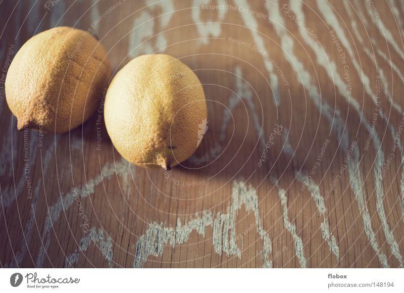Vergessen II Zitrone zitronengelb Zitrusfrüchte Fruchtfleisch Natur Vitamin C Gesundheit frisch Saft rund Hälfte Sommer Cocktail Erfrischung Zitronensaft Holz