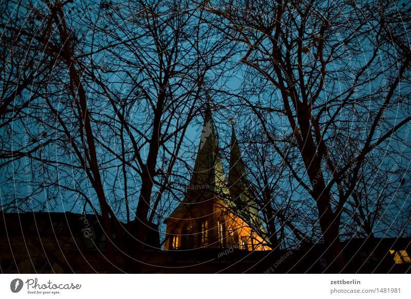 Kirche Religion & Glaube Berlin nikolaikirche Kirchturm Abend hell Himmel Himmel (Jenseits) Illumination Licht Nacht Weihnachtsmarkt Textfreiraum Menschenleer