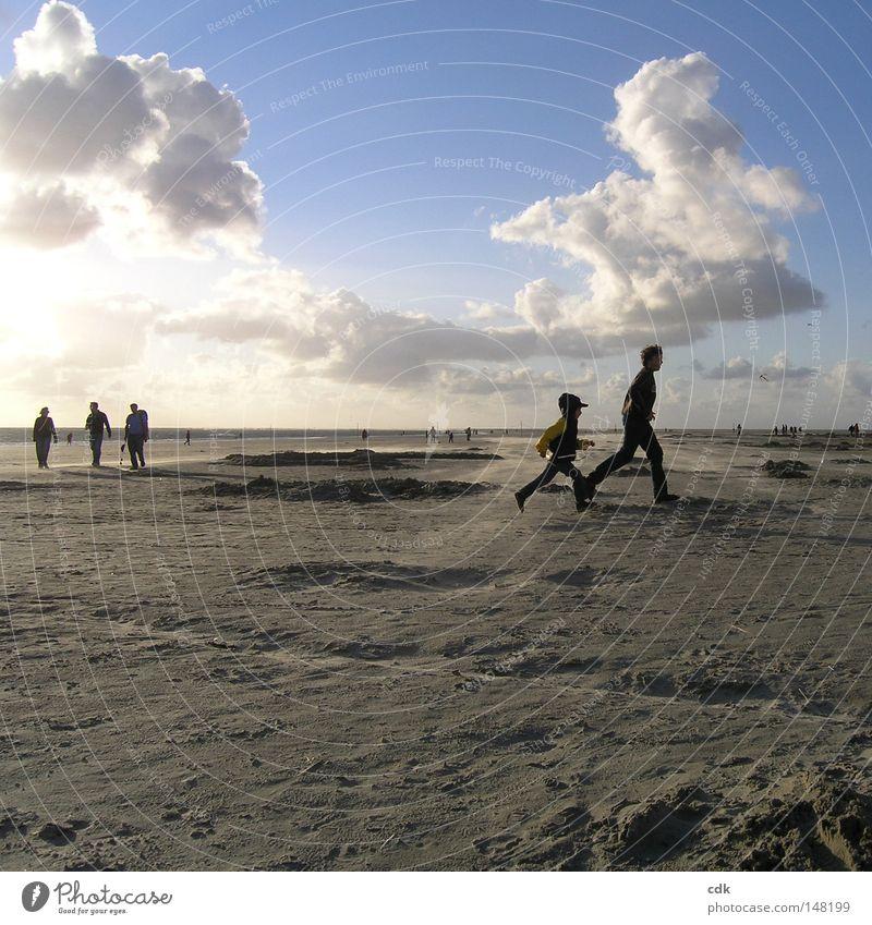 yes we can! Strand Strandleben Meer Mensch Zusammensein 3 Familie & Verwandtschaft groß klein Kind Ferien & Urlaub & Reisen Nordsee Wind Wolken Sonne Silhouette