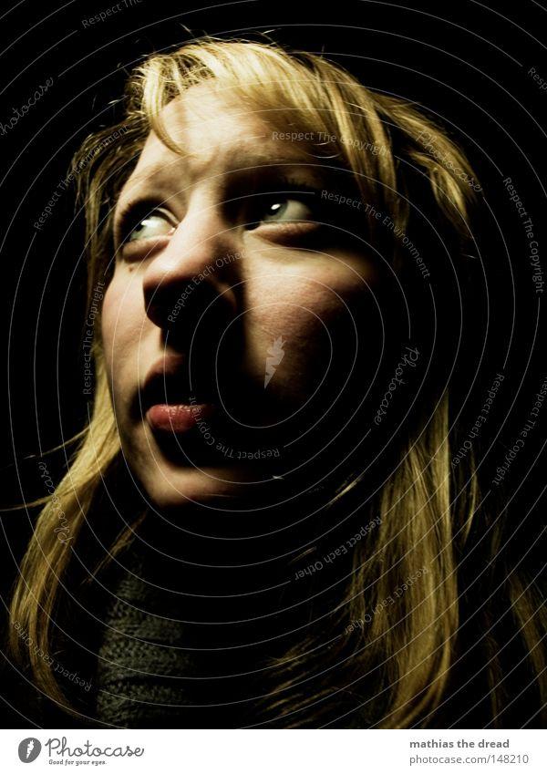 FEAR Frau Einsamkeit schwarz Gesicht Auge dunkel feminin Haare & Frisuren Kopf Denken Angst Mund Nase bedrohlich gruselig Geister u. Gespenster
