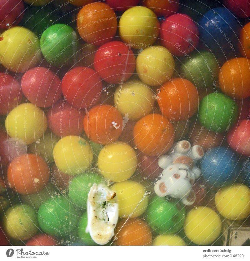 Hoffentlich das Bärchen! alt Freude Kindheit süß Hoffnung rund Kunststoff fantastisch Süßwaren lecker Fensterscheibe Nostalgie Erinnerung Gift Bär Geschmackssinn