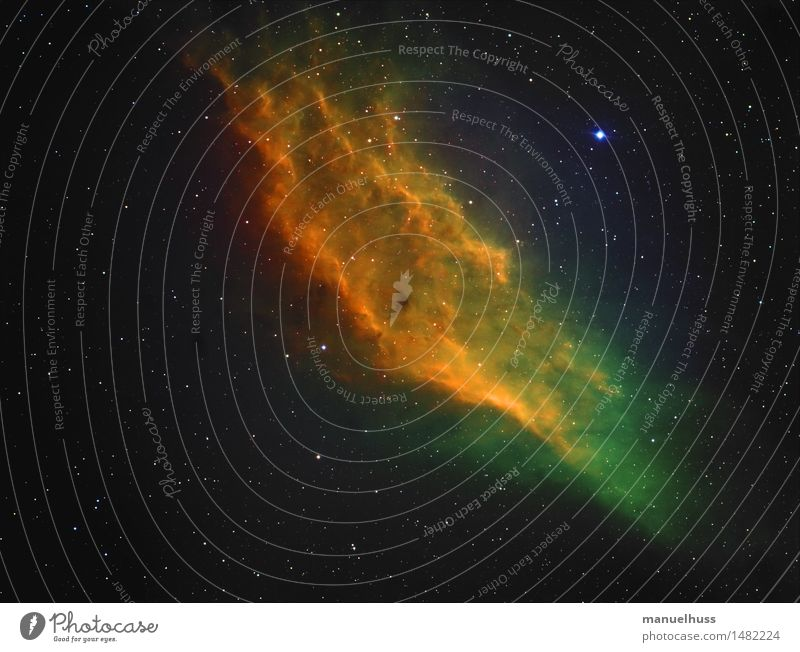 California Nebula (Hubble-Colors) Nachthimmel Stern blau gelb grün schwarz Astronomie Wissenschaften Astrofotografie Weltall Teleskop Sternenhimmel Nebel