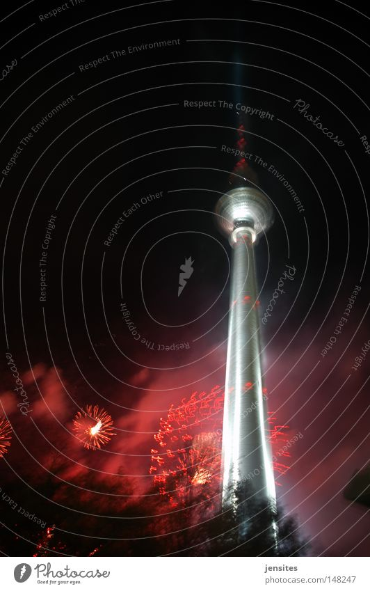 st. walter's night Baum rot dunkel Berlin Beleuchtung Architektur Deutschland Brand Fernsehen Silvester u. Neujahr Turm Spitze Kugel Feuerwerk Denkmal