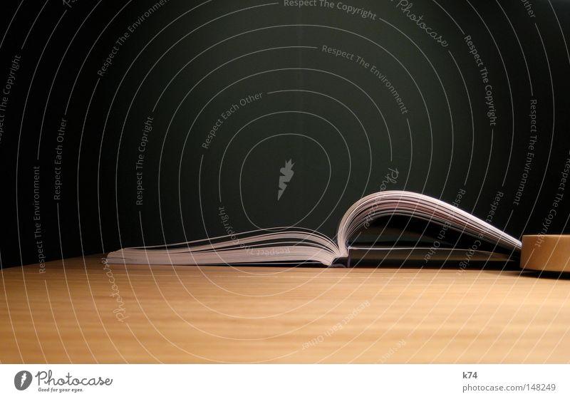 open book Buch offen aufschlagen Buchseite Lexikon Denken Wissen geheimnisvoll aufgeschlagen Information informieren Tisch Lampe Bildung Studium lernen klug