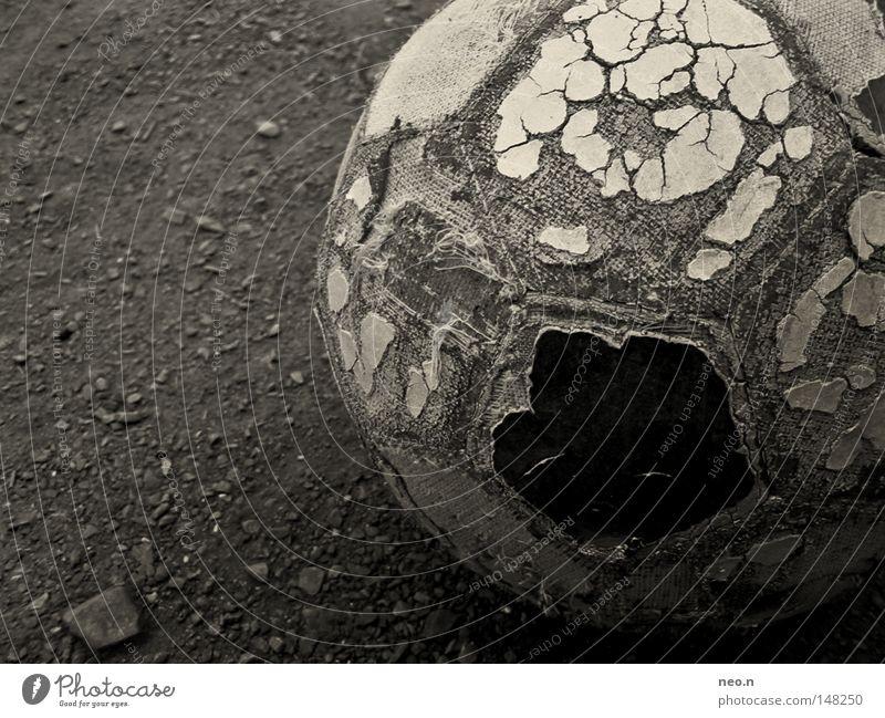 Straßenfußball Freizeit & Hobby Spielen Ballsport Torwart Erfolg Fußball Fußballplatz Leder Fußballschuhe Stein Kugel alt Sport-Training Fußballtraining