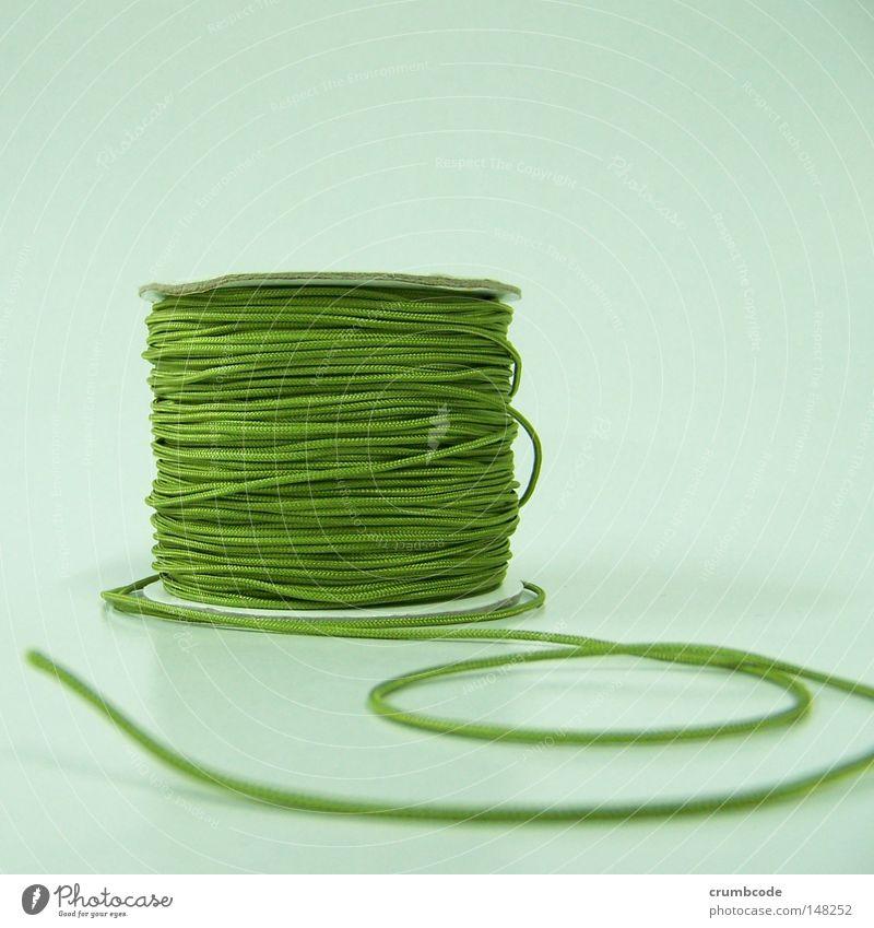 Von der Rolle grün Dinge Handwerk Stillleben Nähgarn wickeln Handarbeit aufgewickelt Produktfotografie