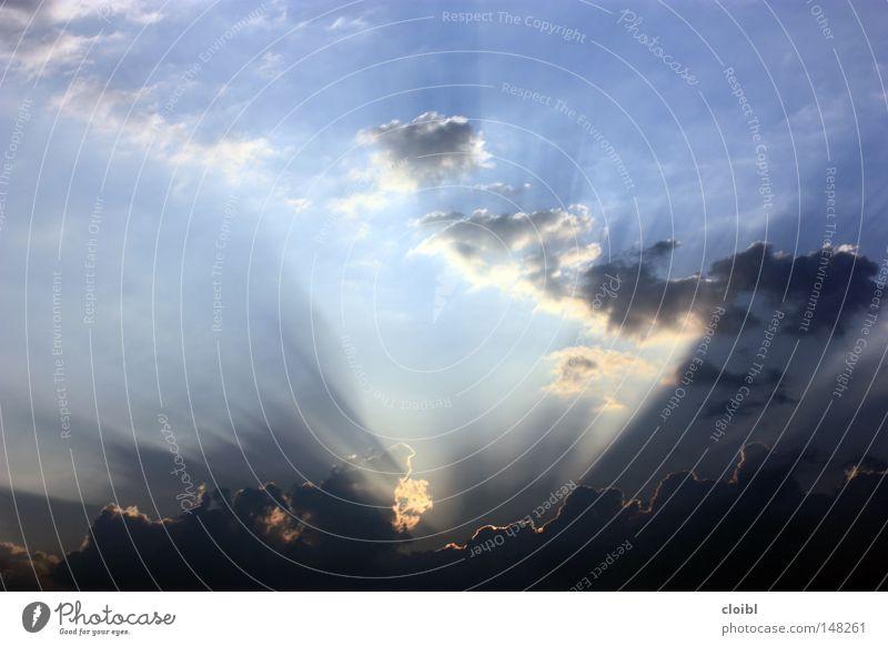sonnenstrahlen Himmel Sonne blau Ferien & Urlaub & Reisen Wolken Freiheit Beleuchtung frei Aussicht Idee Sonnenuntergang Erkenntnis Wahrheit