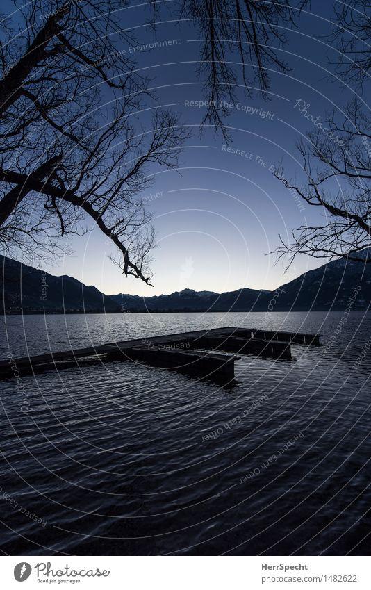 Still ruht der See Natur Ferien & Urlaub & Reisen blau schön Baum Landschaft Einsamkeit ruhig Winter dunkel Berge u. Gebirge natürlich Küste Tourismus Wellen