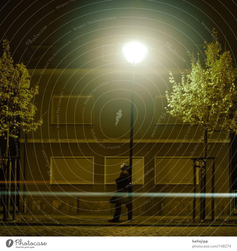 suburbia Mensch Mann Baum Ferien & Urlaub & Reisen Blatt Haus gelb Straße kalt Arbeit & Erwerbstätigkeit Herbst Traurigkeit warten Fassade Sicherheit Trauer
