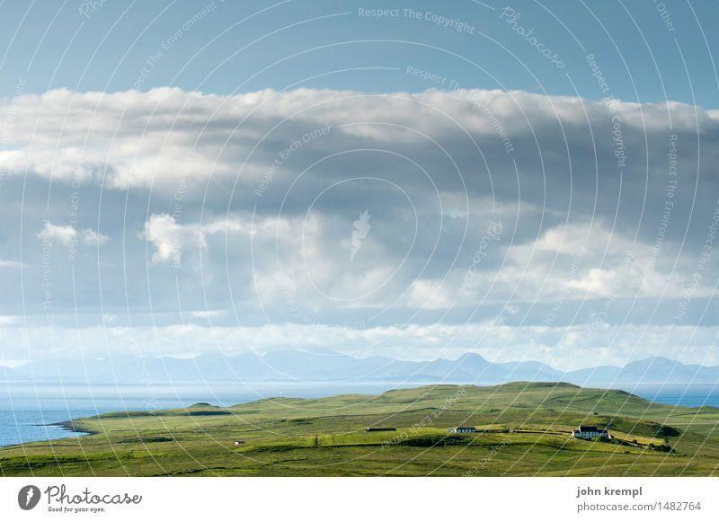 Sky über Skye Landschaft Himmel Wolken Gras Hügel Küste Bucht Nordsee Meer Isle of Skye Schottland Einfamilienhaus Glück maritim blau grün Zufriedenheit