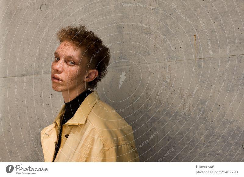 Junge Frau Portrait Lifestyle Stil Haare & Frisuren Mensch feminin androgyn Jugendliche 1 18-30 Jahre Erwachsene Architektur Mauer Wand Mode Jacke ästhetisch