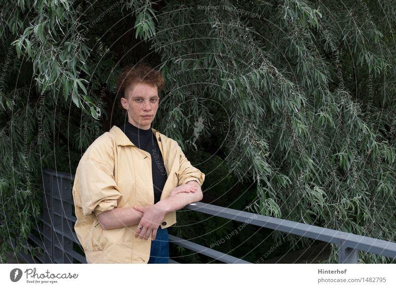 Junge Frau im Park - Portrait Lifestyle Stil exotisch Mensch feminin androgyn Jugendliche Leben 1 18-30 Jahre Erwachsene Umwelt Natur Baum Mode Jacke rothaarig