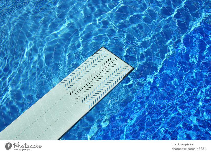 spring rein Wasser Ferien & Urlaub & Reisen Sport springen Schwimmbad tauchen tief Wassersport Sprungbrett Freibad Chlor
