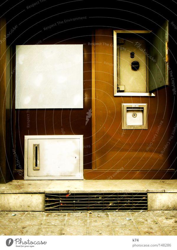 Verschlusssache braun Tür offen leer Geldinstitut Dinge Schlüssel Briefkasten schließen Kapitalwirtschaft Bronze Tresor Automat Schlüsselloch Postfach