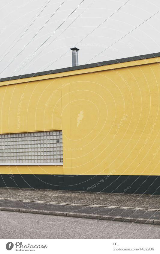 gewerbegebiet Industrie Himmel schlechtes Wetter Haus Gebäude Architektur Mauer Wand Fenster Schornstein Straße trist gelb grau Farbfoto Außenaufnahme