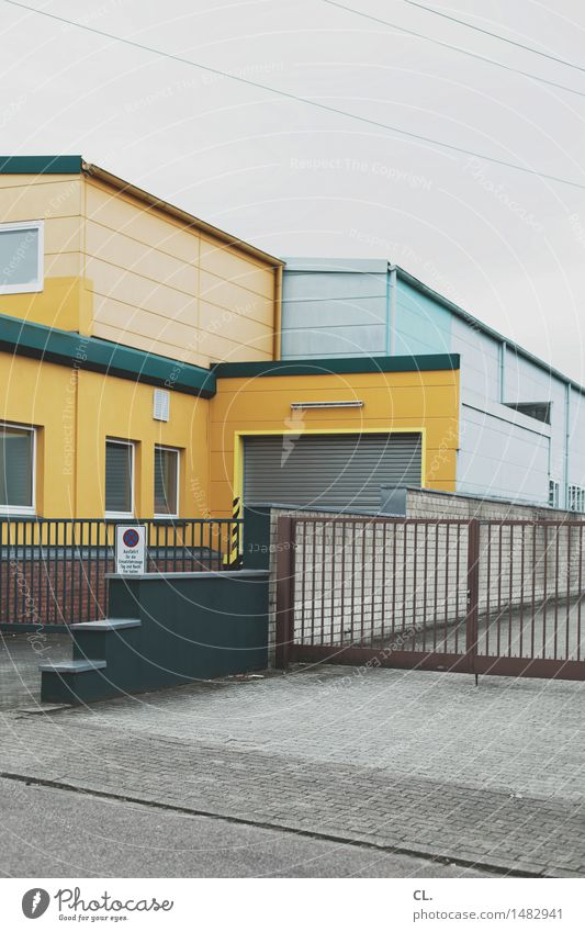 gewerbegebiet Himmel Haus Fenster gelb Straße Architektur Gebäude grau trist Industrie Tor Unternehmen stagnierend Garage schlechtes Wetter