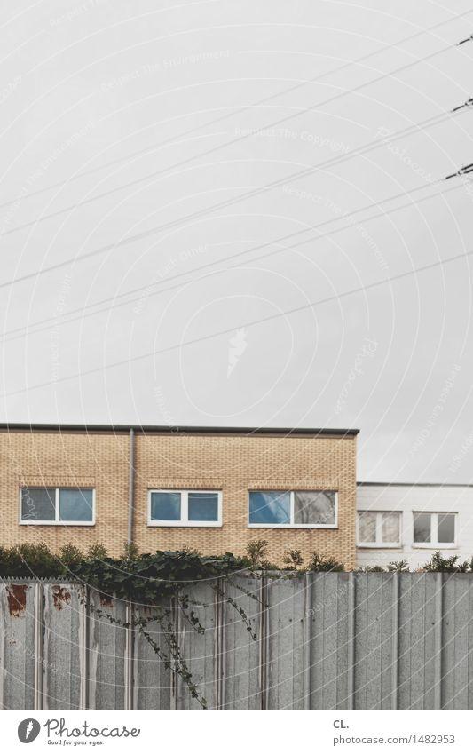gewerbegebiet Industrie Himmel schlechtes Wetter Haus Gebäude Architektur Mauer Wand Fenster trist braun grau Farbfoto Außenaufnahme Menschenleer