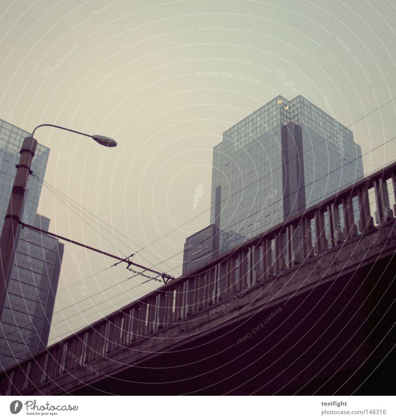 wir sind hier nicht in seattle... Himmel Stadt Wolken Straße Architektur klein Beton hoch Brücke Wissenschaften