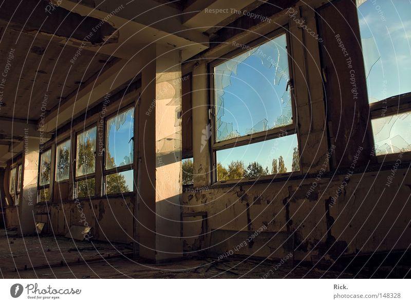.Warten auf den Glaser Himmel blau alt weiß grün Sommer Einsamkeit Haus schwarz Ferne gelb Fenster Tod Wärme Herbst Architektur
