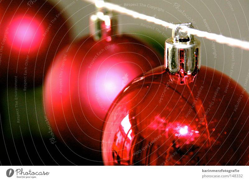 Oh, Du Fröhliche! Weihnachten & Advent rot Winter Feste & Feiern glänzend rund Dekoration & Verzierung Kugel Schnur Schmuck Wohnzimmer Geborgenheit Dezember
