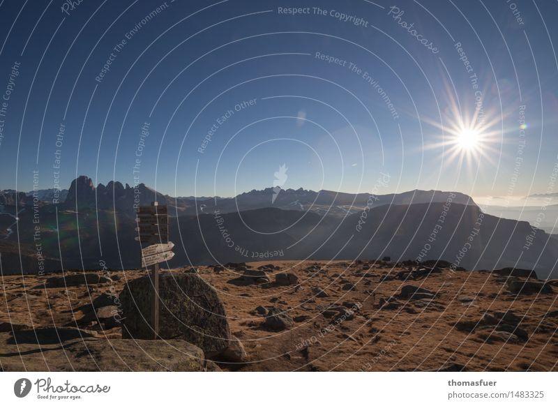 WegWeiser Natur Ferien & Urlaub & Reisen Sonne Landschaft ruhig Ferne Berge u. Gebirge Wege & Pfade Freiheit Felsen Horizont Tourismus Luft Nebel Erde wandern