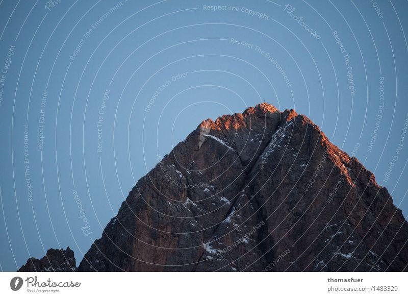 Der Berg Ferien & Urlaub & Reisen Abenteuer Ferne Freiheit Winter Schnee Berge u. Gebirge wandern Klettern Landschaft Wolkenloser Himmel Horizont Sonnenaufgang