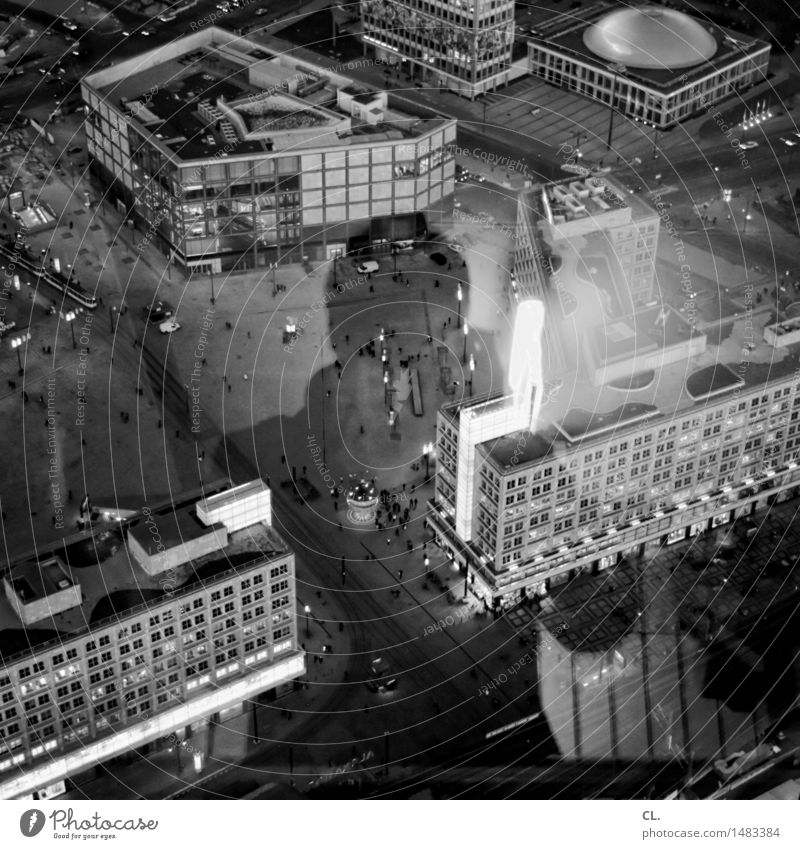 selbstportrait Freizeit & Hobby Fotografieren Städtereise Mensch maskulin Mann Erwachsene 1 Berlin Stadt Hauptstadt Haus Hochhaus Platz Gebäude Architektur
