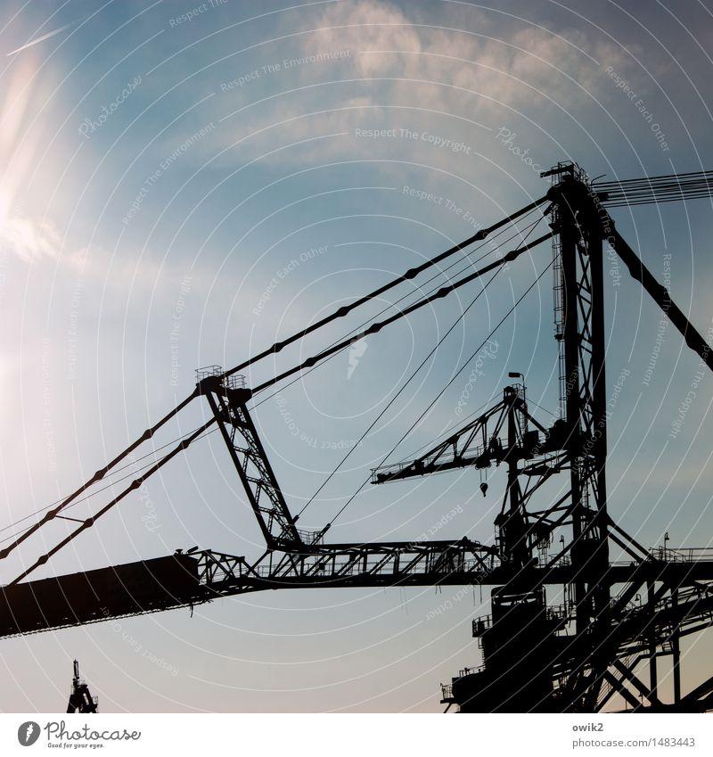 Koloss Technik & Technologie Industrie Braunkohlentagebau Bergbau Bagger Himmel Wolken Schönes Wetter Industrielandschaft Bauwerk stehen fest gigantisch groß